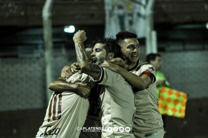 Festejo gol Vizcarra